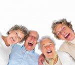 Пожилые люди любят смеяться над молодыми