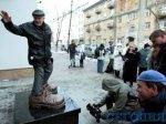 В Киеве увековечили ботинки страхового агента