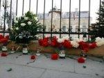 Студент Литвы пинал свечи, посвященные жертвам теракта