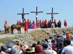Филиппинских католиков распяли на крестах