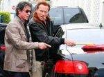 Шварценеггер лично помыл машину Сталлоне