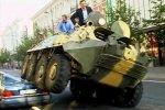 Мэр Вильнюса борется с нарушителями на броневике