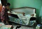 Житель Бразилии уже 23 года спит в гробу.
