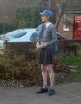 Британец, не смотря на запрет, всё носит женскую юбку