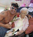 Бабушка отпраздновала 100-ый день рождения со стриптизёром