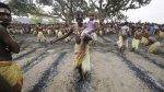 В Индии шаман преподнёс голову ребёнка местному богу