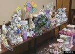 Женщина украсила дом краденными с кладбища предметами