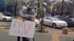 Жители Саудовской Аравии арестованы за «бесплатные объятия»