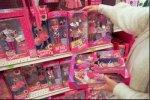 Женщины подрались из-за куклы Барби